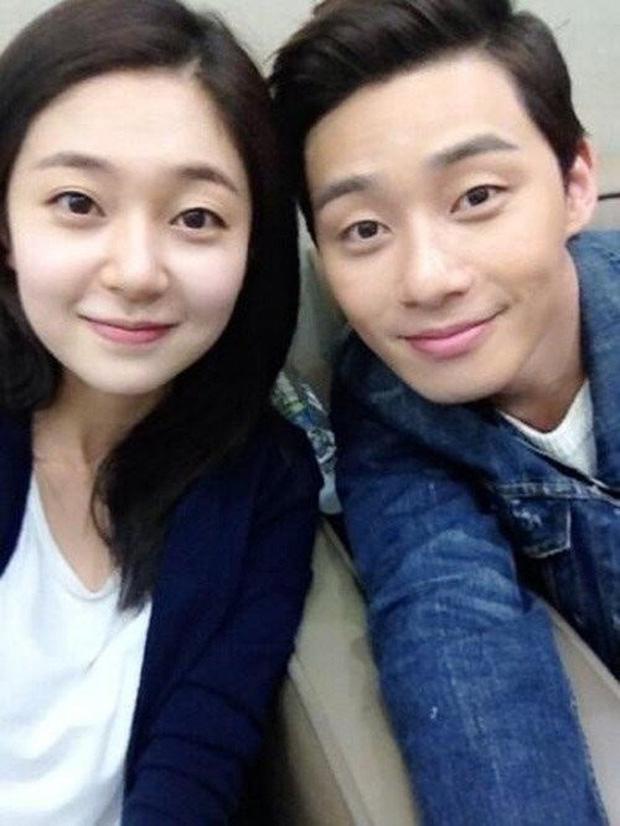 Vận đào hoa Park Seo Joon từ phim tới đời thực: Yêu điên dại đàn chị, phim giả tình thật đến tin đồn đồng giới gây sốc - Ảnh 3.