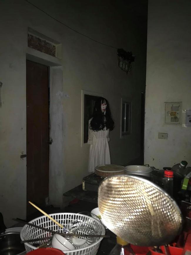"""Chàng trai khiếp đảm khi thấy thiếu nữ váy trắng thập thò trước cửa phòng, bật điện lên xem mới phát hiện sự thật """"ngã ngửa"""" - Ảnh 2."""