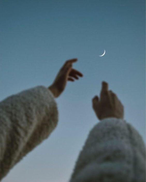 Ở lưng chừng tuổi trẻ, nếu tìm được nhau rồi thì hãy cứ mạnh mẽ nắm tay nhau