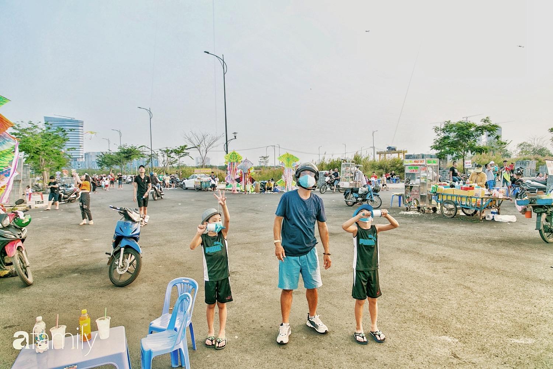 Chùm ảnh: Cánh đồng diều bay rợp trời hot nhất tại Sài Gòn, bất kể già trẻ, lớn bé ai cũng hăng say như trở về tuổi thơ - Ảnh 11.