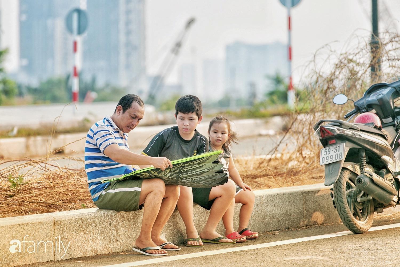 Chùm ảnh: Cánh đồng diều bay rợp trời hot nhất tại Sài Gòn, bất kể già trẻ, lớn bé ai cũng hăng say như trở về tuổi thơ - Ảnh 7.