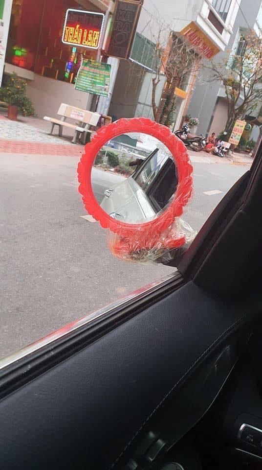 """Lại thêm một pha giữ gương đầy """"bá đạo"""" của chủ xe ô tô khiến nhìn thấy cũng ôm bụng cười ngặt nghẽo - Ảnh 9."""