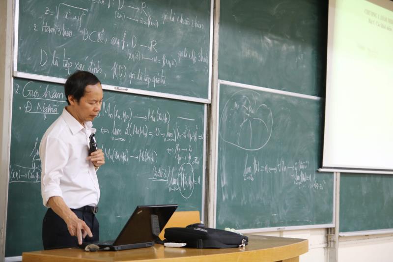 Bộ GD&ĐT đồng ý các trường đại học đào tạo từ xa để phòng Covid-19 - Ảnh 1.