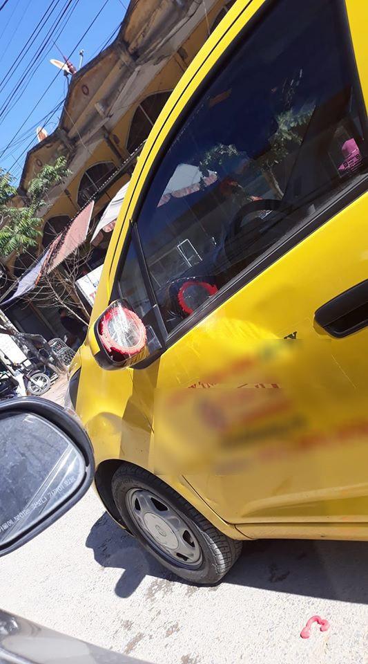 """Lại thêm một pha giữ gương đầy """"bá đạo"""" của chủ xe ô tô khiến nhìn thấy cũng ôm bụng cười ngặt nghẽo - Ảnh 10."""