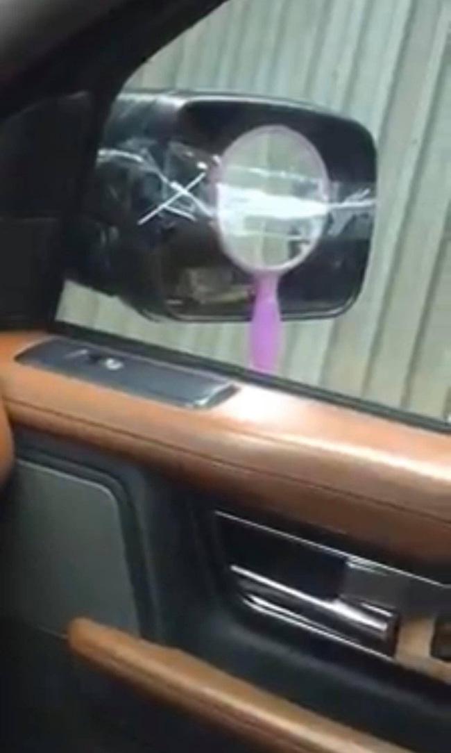 """Lại thêm một pha giữ gương đầy """"bá đạo"""" của chủ xe ô tô khiến nhìn thấy cũng ôm bụng cười ngặt nghẽo - Ảnh 3."""