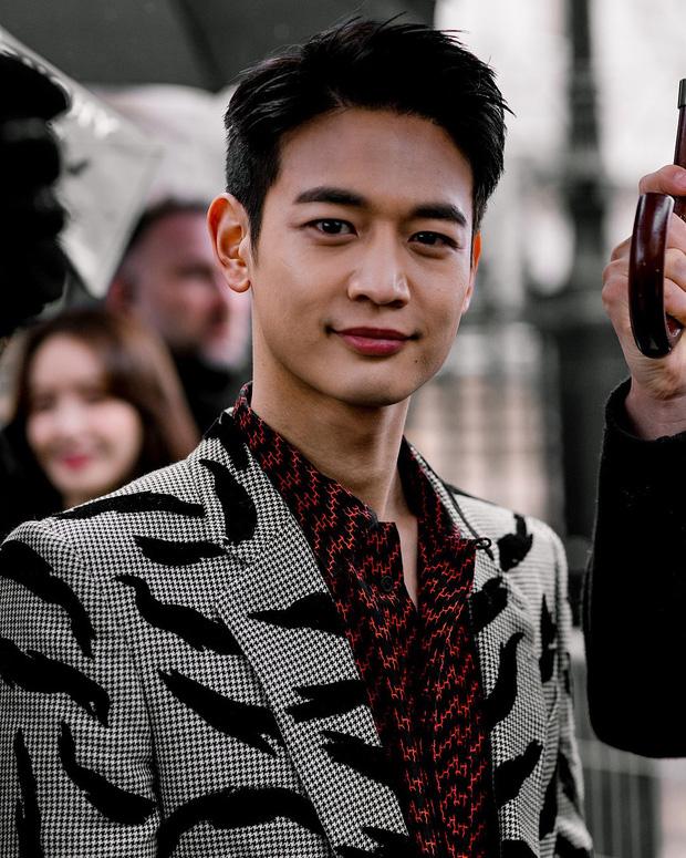 Bóc nhan sắc của dàn sao Hàn trên thực tế: V (BTS) - Suho (EXO) nổi là có lý do, mợ chảnh bỗng lộ diện giữa dàn idol - Ảnh 27.