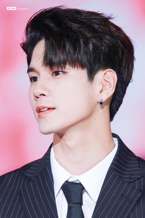 Bóc nhan sắc của dàn sao Hàn trên thực tế: V (BTS) - Suho (EXO) nổi là có lý do, mợ chảnh bỗng lộ diện giữa dàn idol - Ảnh 38.