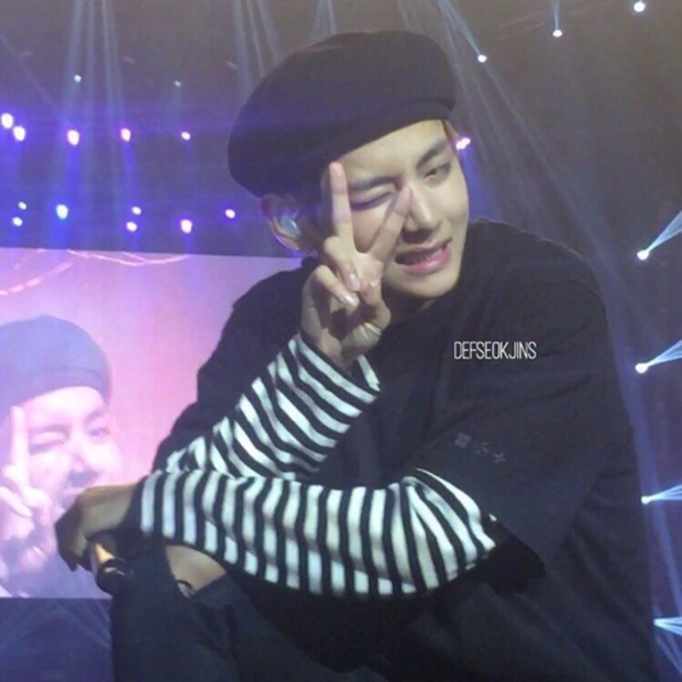 Bóc nhan sắc của dàn sao Hàn trên thực tế: V (BTS) - Suho (EXO) nổi là có lý do, mợ chảnh bỗng lộ diện giữa dàn idol - Ảnh 5.