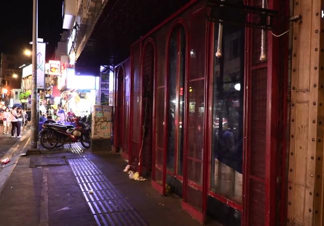 Ảnh: Các quán bar, karaoke ở trung tâm Sài Gòn đóng cửa để phòng dịch - Ảnh 2.