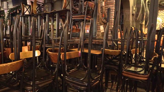 Ảnh: Các quán bar, karaoke ở trung tâm Sài Gòn đóng cửa để phòng dịch - Ảnh 7.