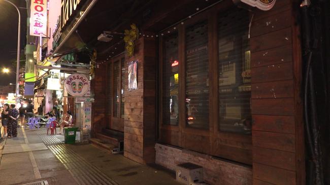 Ảnh: Các quán bar, karaoke ở trung tâm Sài Gòn đóng cửa để phòng dịch - Ảnh 6.
