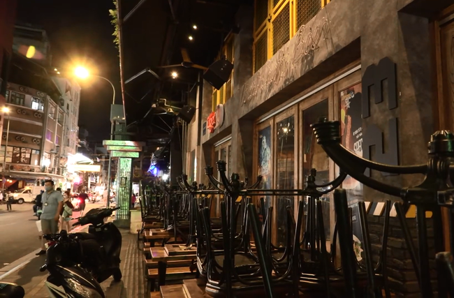 Ảnh: Các quán bar, karaoke ở trung tâm Sài Gòn đóng cửa để phòng dịch - Ảnh 9.