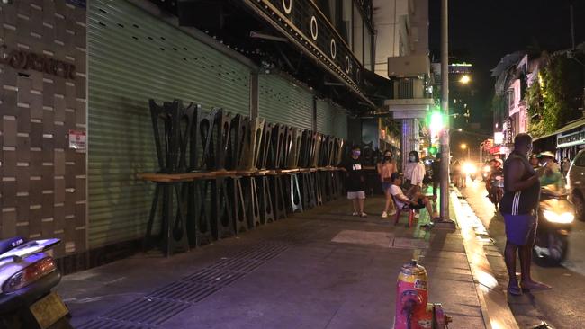 Ảnh: Các quán bar, karaoke ở trung tâm Sài Gòn đóng cửa để phòng dịch - Ảnh 3.