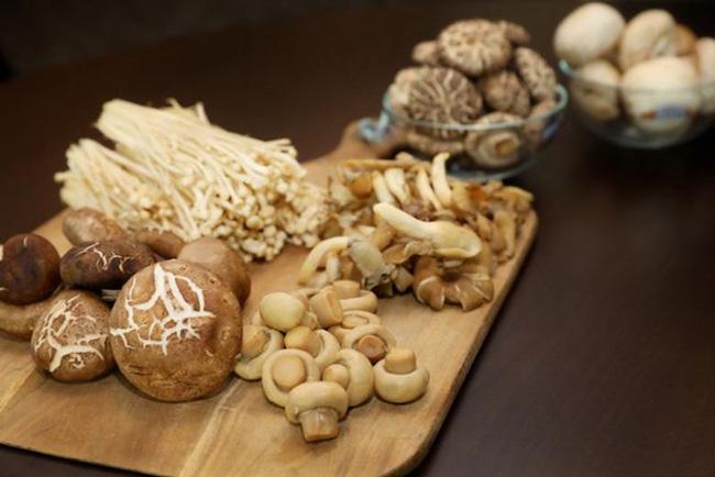 Ăn đường có hại cho cả cơ thể, bác sĩ Nhật khuyến cáo nên tìm mua những loại rau củ có 7 màu, màu càng sáng càng có nhiều chất chống oxy hóa, ngăn ngừa bệnh tật lẫn kéo dài tuổi thọ - Ảnh 3.
