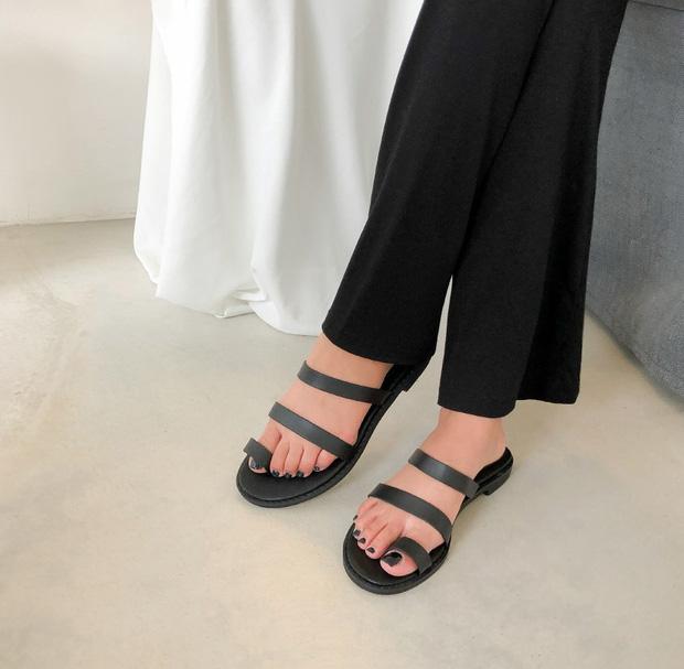 Chị em cần thủ sẵn 3 mẫu giày dép sau đây để ngày mưa gió vẫn sành điệu, chỉn chu từ đầu đến chân - Ảnh 12.