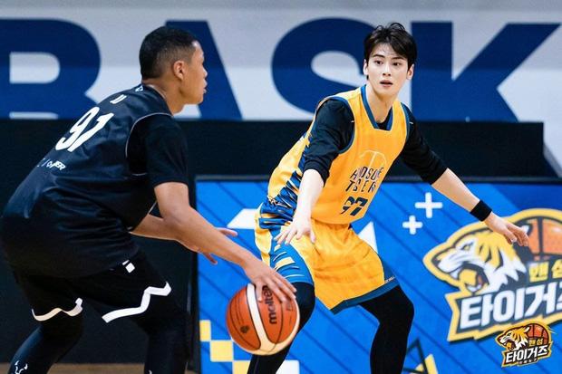 Ngây ngất trước visual điểm 10 của Cha Eun Woo khi chơi bóng rổ: Đích thực là nam thần thanh xuân trong mộng của mọi fan nữ! - Ảnh 12.