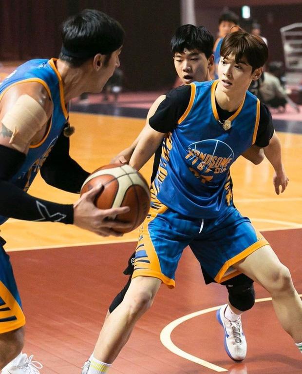 Ngây ngất trước visual điểm 10 của Cha Eun Woo khi chơi bóng rổ: Đích thực là nam thần thanh xuân trong mộng của mọi fan nữ! - Ảnh 13.