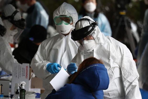 Kế hoạch xét nghiệm Covid-19 quy mô và nghiêm ngặt nhất thế giới ở Hàn Quốc: Cứ 200 công dân thì có 1 người được kiểm tra! - Ảnh 1.