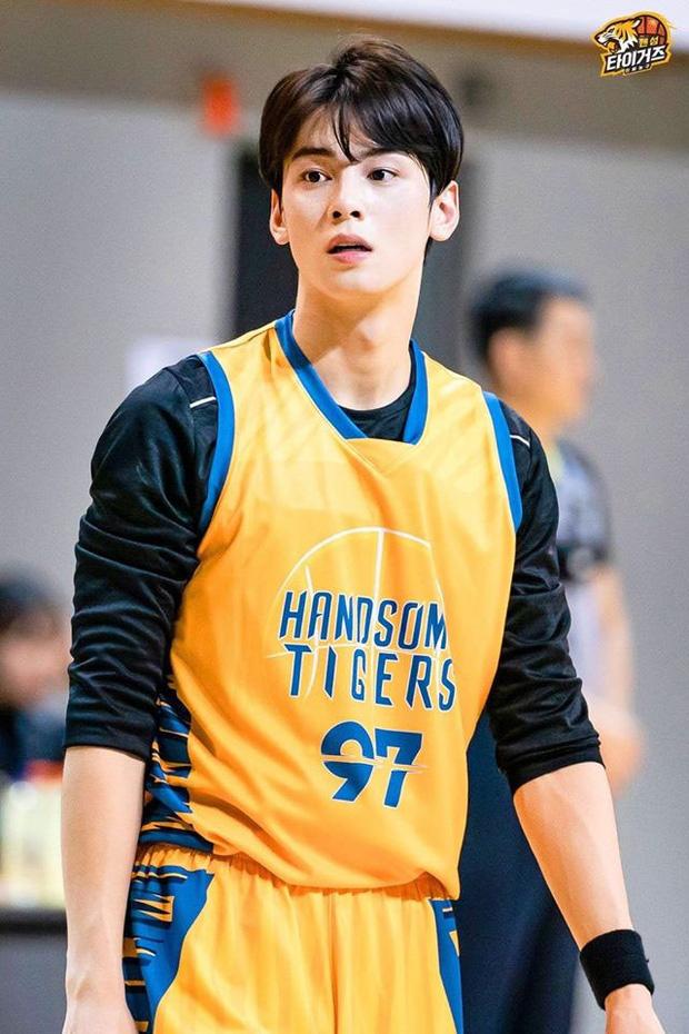 Ngây ngất trước visual điểm 10 của Cha Eun Woo khi chơi bóng rổ: Đích thực là nam thần thanh xuân trong mộng của mọi fan nữ! - Ảnh 5.