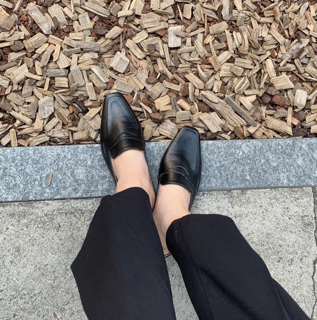 Chị em cần thủ sẵn 3 mẫu giày dép sau đây để ngày mưa gió vẫn sành điệu, chỉn chu từ đầu đến chân - Ảnh 4.