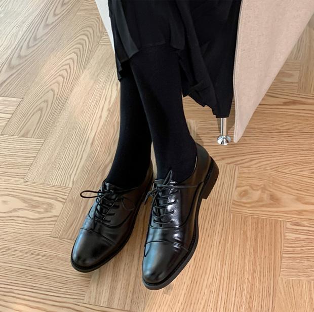 Chị em cần thủ sẵn 3 mẫu giày dép sau đây để ngày mưa gió vẫn sành điệu, chỉn chu từ đầu đến chân - Ảnh 1.