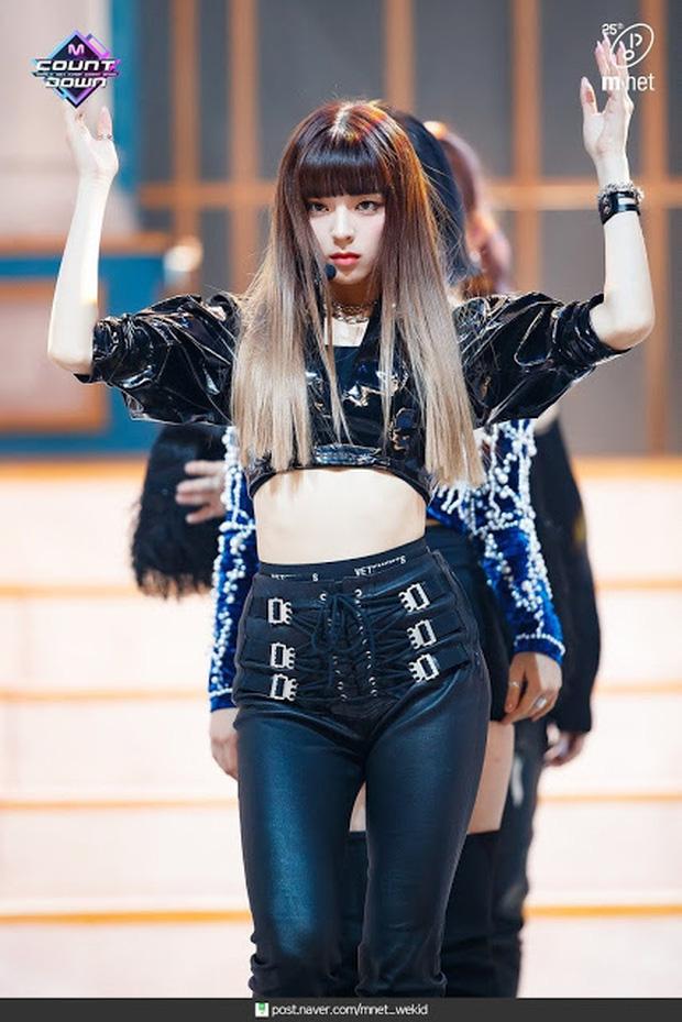 """Nữ tân binh được coi là """"Nayeon (TWICE) phiên bản mới"""": Debut đã nổi hơn cả center, view fancam cao nhất nhì nhóm, đến cắt tóc cũng làm Knet """"đảo điên"""" - Ảnh 11."""