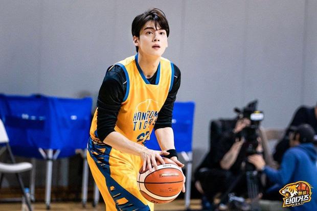 Ngây ngất trước visual điểm 10 của Cha Eun Woo khi chơi bóng rổ: Đích thực là nam thần thanh xuân trong mộng của mọi fan nữ! - Ảnh 11.