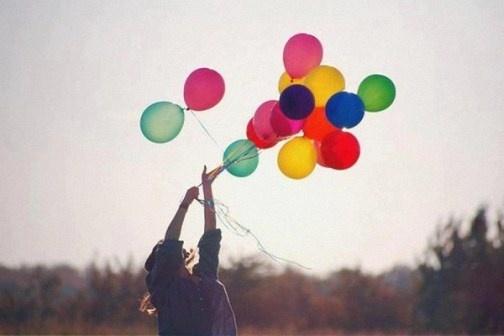 Tuổi trẻ của chúng mình rồi cũng sẽ qua. Ai nhớ ai quên rồi cũng thành dĩ vãng