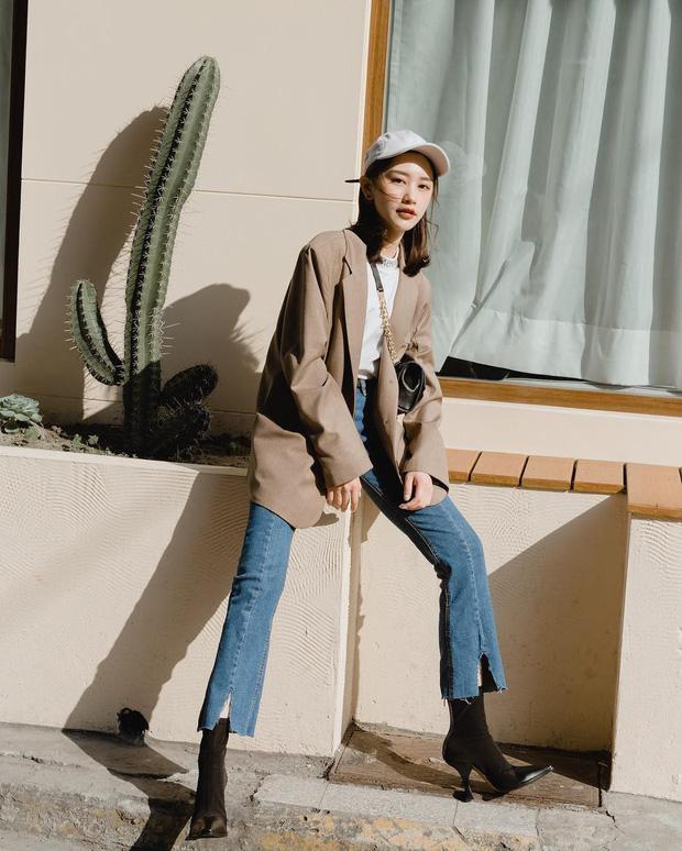Blazer + Jeans: Nàng công sở sẽ chẳng bao giờ mặc xấu nếu biết thêm cách kết hợp giày dép này - Ảnh 10.