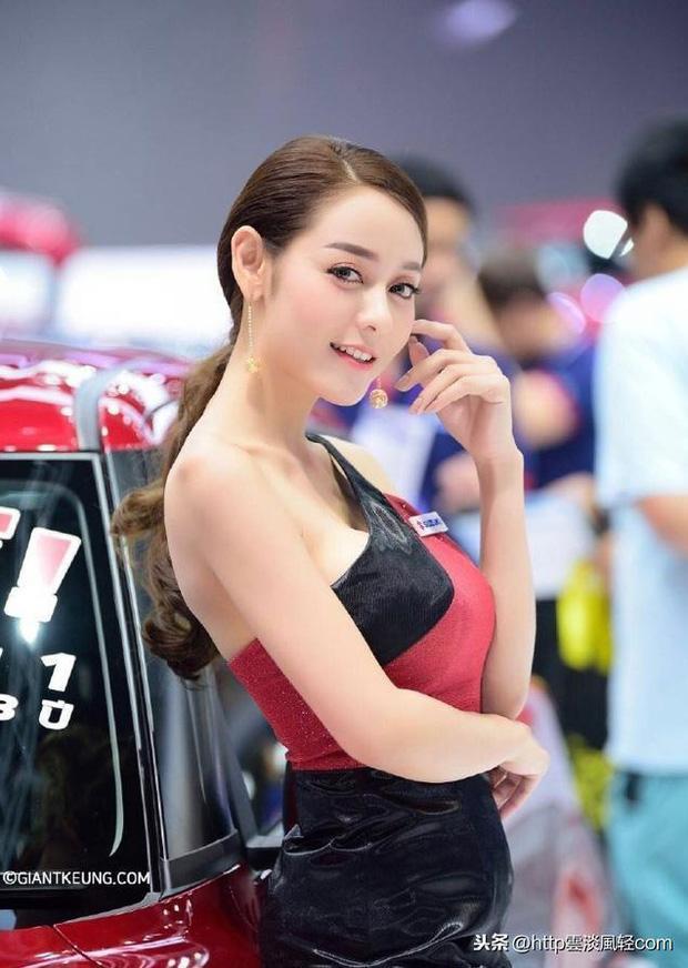 Những hiện tượng MXH hot vì giống sao Cbiz: Nhiệt Ba bán xiên que, Trương Quốc Vinh lái xe bus, đặc biệt nhất là La Chí Tường - Ảnh 12.