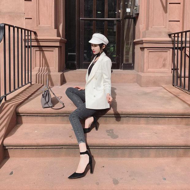 Blazer + Jeans: Nàng công sở sẽ chẳng bao giờ mặc xấu nếu biết thêm cách kết hợp giày dép này - Ảnh 4.