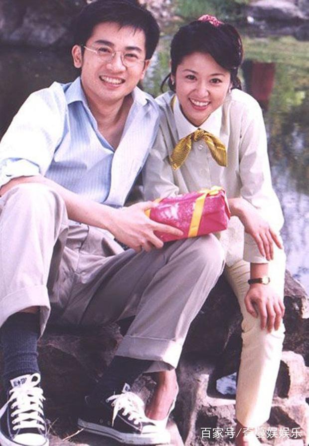 Khoảnh khắc xấu hổ 20 năm trước đào lại: Lâm Tâm Như từ chối ôm Tô Hữu Bằng nhưng lại vui vẻ ôm chặt Tạ Đình Phong - Ảnh 9.