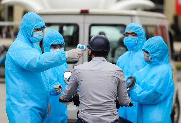 Toàn cảnh dịch Covid-19 tại Bệnh viện Bạch Mai trong 10 ngày qua: Từ 2 ca đầu tiên đến ổ dịch phức tạp nhất cả nước - Ảnh 3.