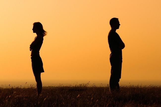 Bạn sẽ chọn chia tay hay hàn gắn nếu tình yêu có dấu hiệu rạn nứt?