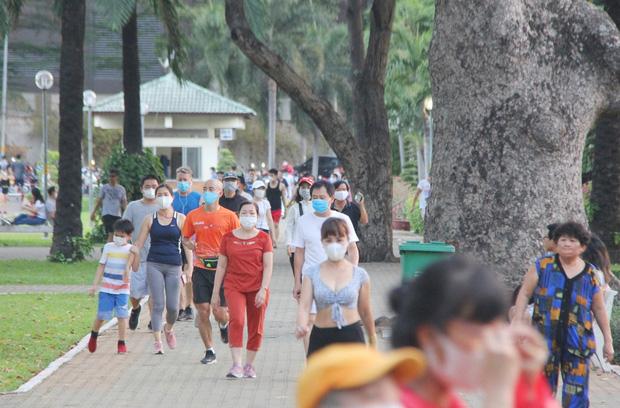 Từ ngày 4/4, người Hà Nội ra đường tập thể dục có thể bị phạt đến 10 triệu đồng - Ảnh 1.