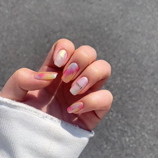 Bộ nail làm tăng thần thái là có thật: 12 mẫu nail sang-xịn-mịn bạn nên ghim ngay đợi ngày bung lụa - Ảnh 8.