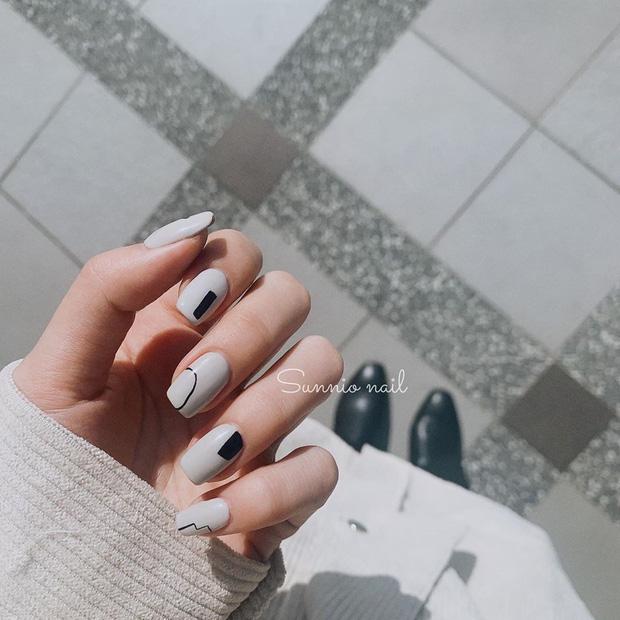 Bộ nail làm tăng thần thái là có thật: 12 mẫu nail sang-xịn-mịn bạn nên ghim ngay đợi ngày bung lụa - Ảnh 3.