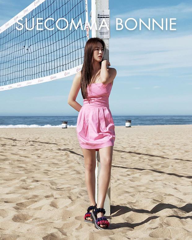 Diện lên cực trẻ và chơi, bảo sao Song Hye Kyo lẫn Hà Tăng đều tích cực lăng xê mẫu sandal thô kệch này - Ảnh 2.