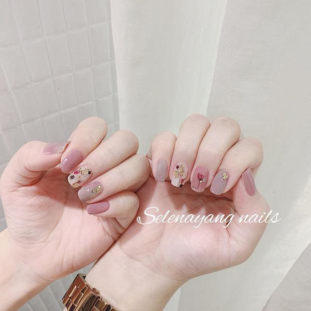 Bộ nail làm tăng thần thái là có thật: 12 mẫu nail sang-xịn-mịn bạn nên ghim ngay đợi ngày bung lụa - Ảnh 4.