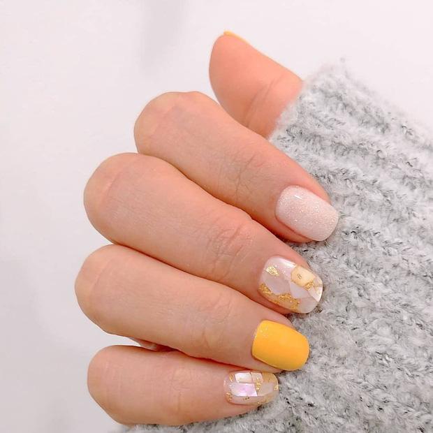 Bộ nail làm tăng thần thái là có thật: 12 mẫu nail sang-xịn-mịn bạn nên ghim ngay đợi ngày bung lụa - Ảnh 9.