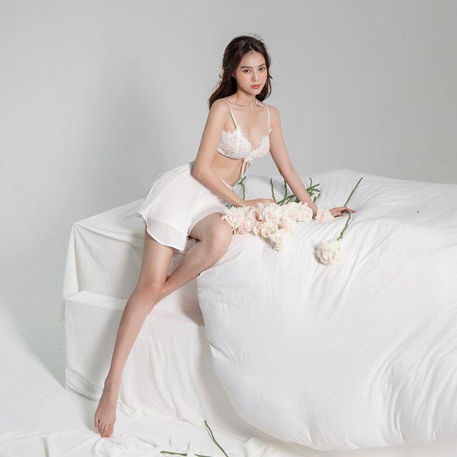 Hiếm lắm mới thấy Ninh Dương Lan Ngọc hở bạo liệt đến thế, diện nội y ren khoe body nuột 0% mỡ thừa - Ảnh 2.