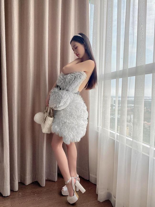 Sao Việt thi nhau bắt trend dùng thắt lưng quấn gối, khoe khéo món thời trang hàng hiệu, cùng thân hình siêu gợi cảm - Ảnh 3.