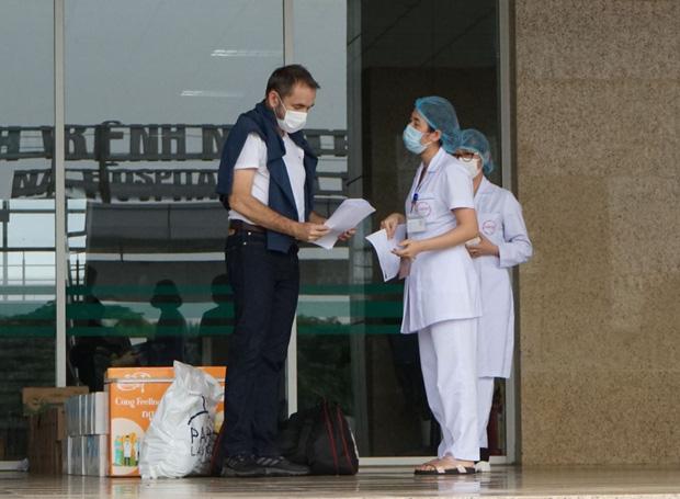 Cựu đại sứ Pháp tại Việt Nam: Người dân Việt Nam hoàn toàn có thể tự hào về đội ngũ y tế của mình - Ảnh 2.