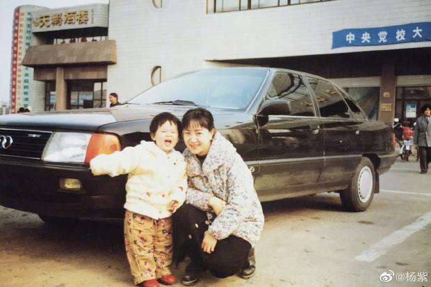 Nhìn lại ảnh ngày bé của Dương Tử, Cnet mới biết nhan sắc mỹ nhân 9X hot nhất nhì Cbiz thừa hưởng từ ai - Ảnh 2.
