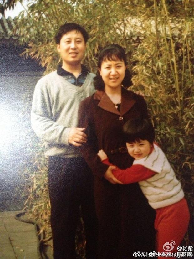 Nhìn lại ảnh ngày bé của Dương Tử, Cnet mới biết nhan sắc mỹ nhân 9X hot nhất nhì Cbiz thừa hưởng từ ai - Ảnh 5.