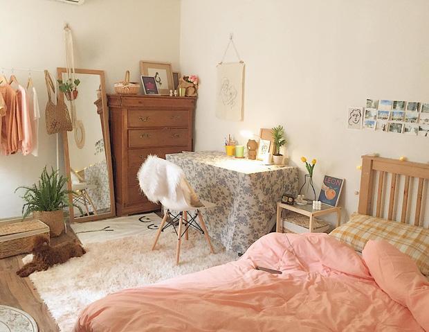 Đi du lịch nước ngoài cũng không quên khuân đồ decor về, gái xinh Hà Nội có được căn phòng mới đẹp hơn studio - Ảnh 1.