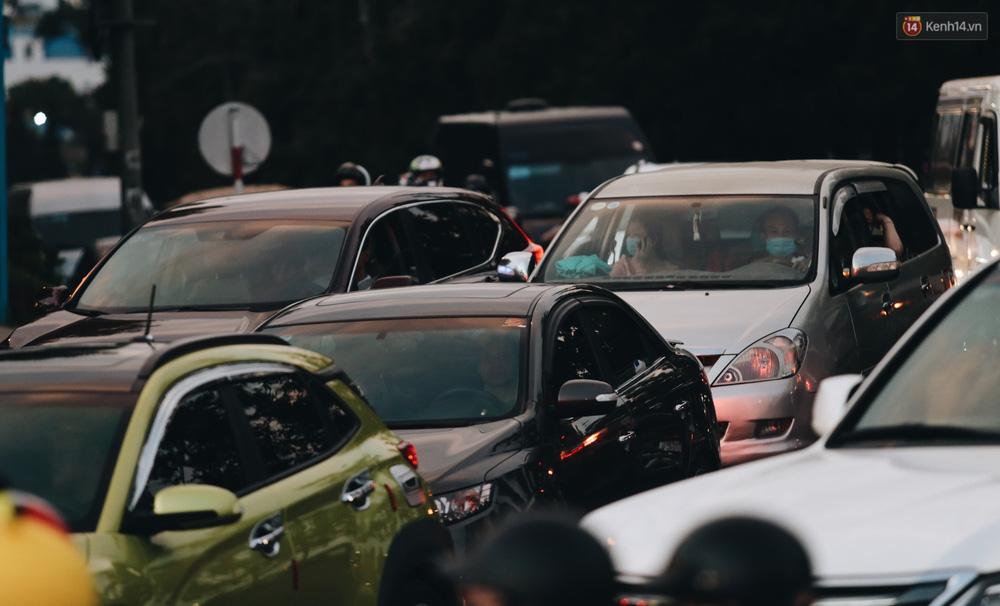 Trung tâm TP. Đà Lạt tê liệt từ chiều đến tối do lượng du khách tăng đột biến dịp lễ 30/4 - Ảnh 7.