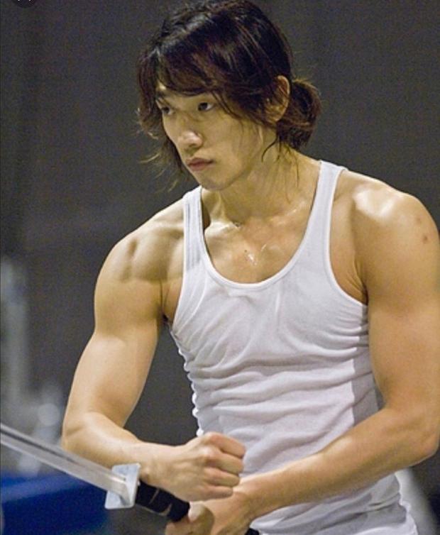 Ngộp thở vì màn tập thể dục khoe si cu la của Bi Rain: Thành quả giảm 10kg gây choáng, nhất Kim Tae Hee rồi! - Ảnh 11.