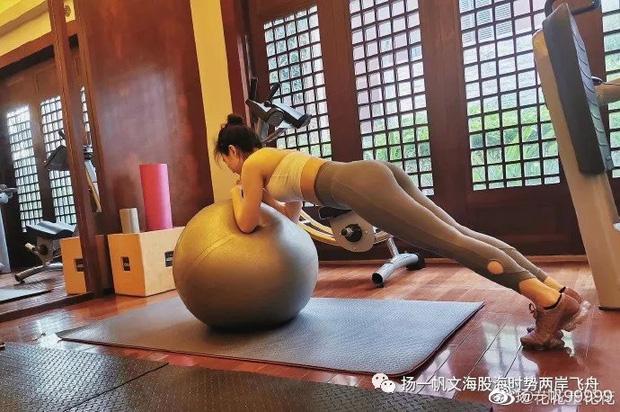 Đã trải qua 2 lần sinh nở nhưng vợ chủ tịch Taobao có bí quyết gì mà vẫn giữ được vóc dáng như thời còn son? - Ảnh 10.