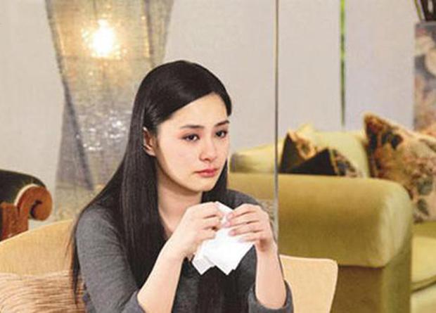 3 mối tình đau khổ của Chung Hân Đồng: Suýt mất sự nghiệp vì ảnh nóng, bị cắm sừng vẫn ngậm đắng nuốt cay - Ảnh 5.